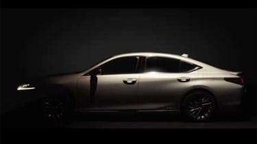 Lexus ES – side