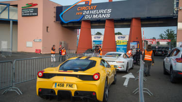 Ferrari 458 Speciale and 911 GT3 - entry