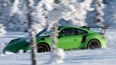 Porsche 911 GT3 RS snow - side