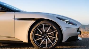Aston Martin DB11 V8 - front wheel