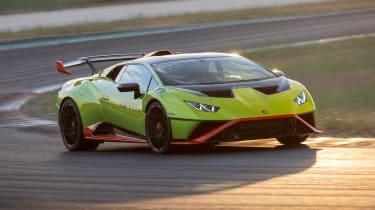 Lamborghini Huracan STO (International) – cornering