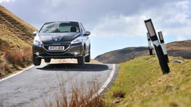 Peugeot 208 GTI jump