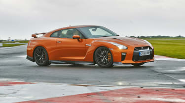 Nissan GT-R - front tracking