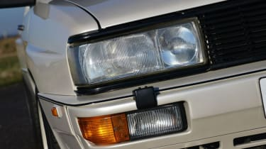 Audi Quattro - headlights