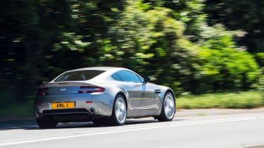 Aston Martin V8 Vantage – rear