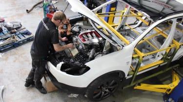 Nissan Qashqai+2 R engine fitting