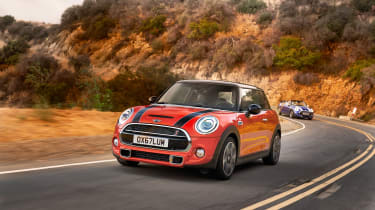 Mini Cooper facelift - front quarter dynamic