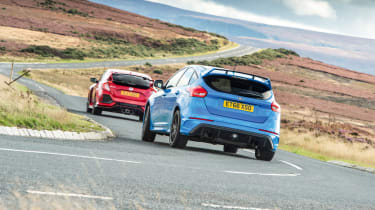 Honda Civic Type R and Ford Focus RS - cornering