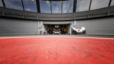 Porsche 919 tribute - garage