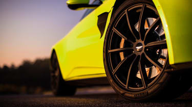 Aston Martin Vantage - green static wheel
