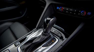 Vauxhall Insignia Grand Sport GSi BiTurbo – gear lever