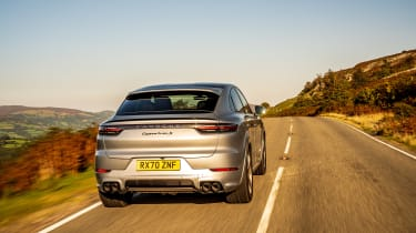 Porsche Cayenne Coupe Turbo S e-hybrid – rear tracking
