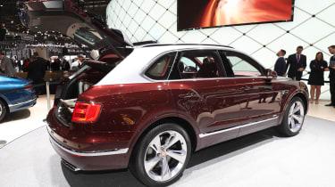 Bentley Bentayga V8 – rear quarer