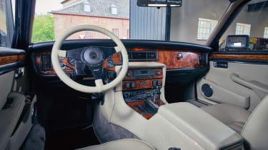 Arden AJ 4 - interior