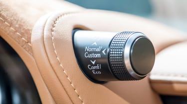 Lexus LC500h - controller