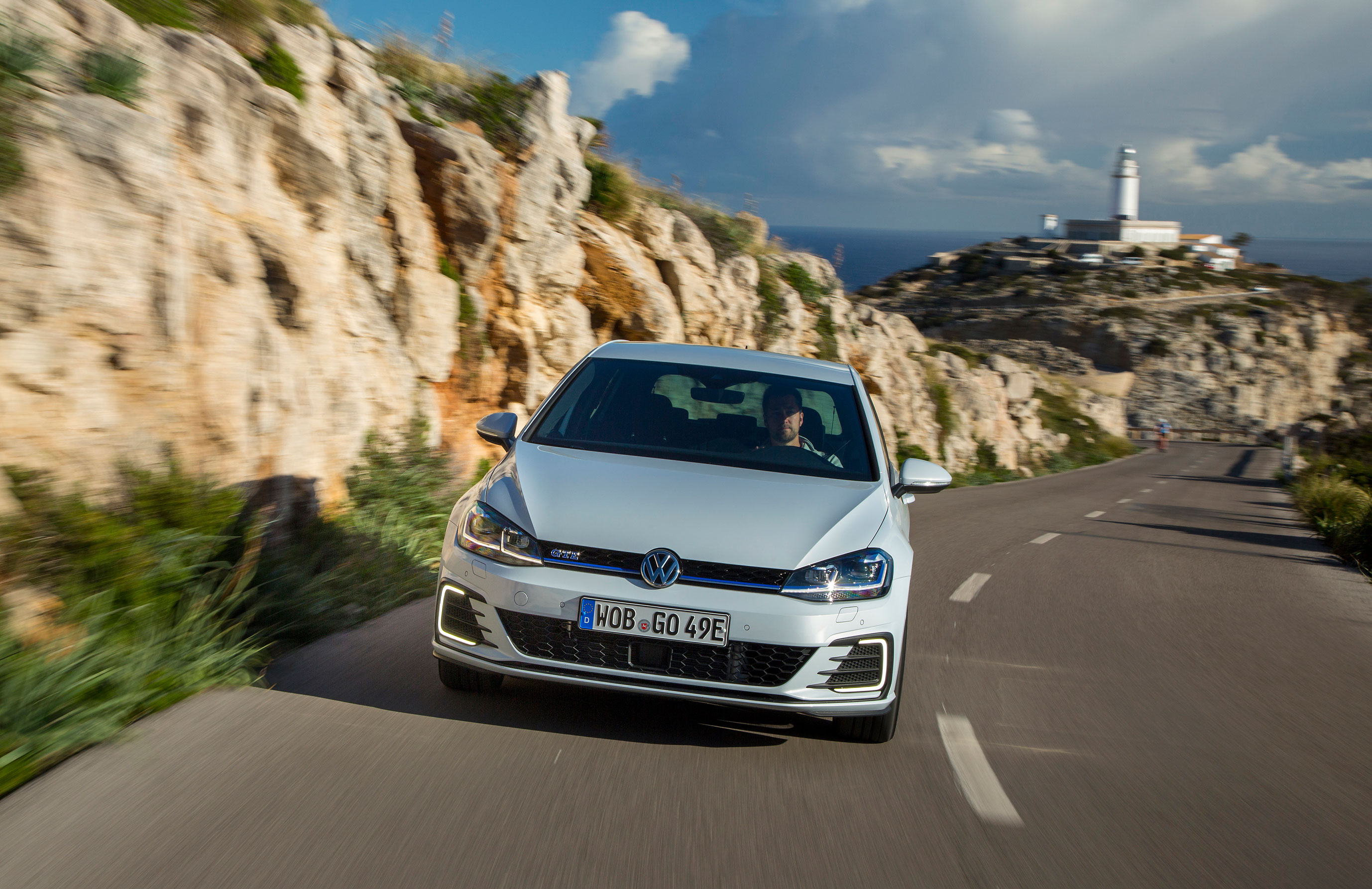 2017 Volkswagen Golf GTE review - Can the plug-in hybrid GTE