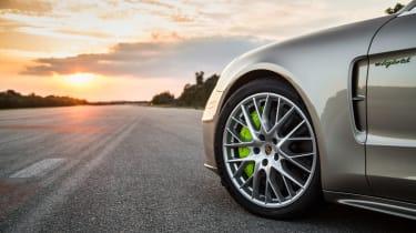Porsche Panamera Turbo S E-Hybrid ride - wheel