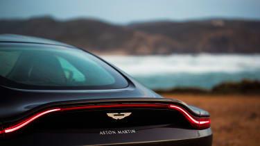 Aston Martin Vantage - black badge