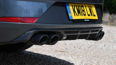 SEAT Leon Cupra ST Carbon Edition - pipes
