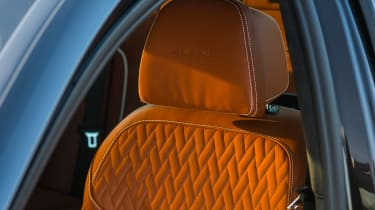 Alpina D5 S – quilted seat