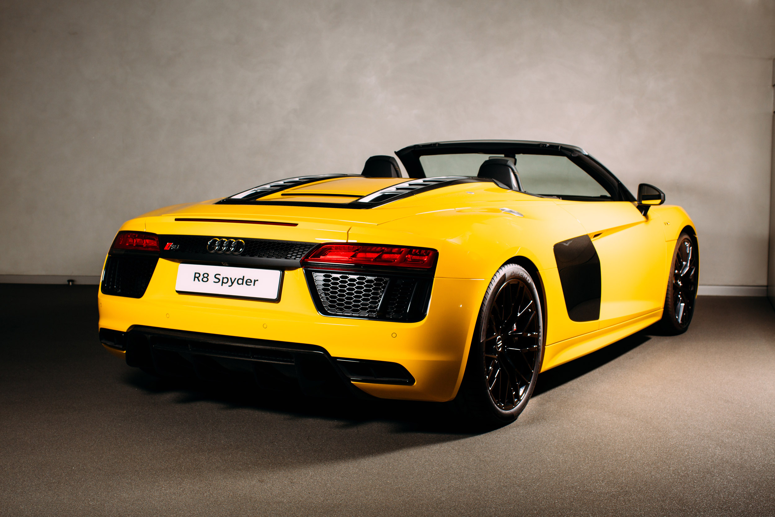 Audi R8 Spyder Prices Specs And 0 60 Time Evo