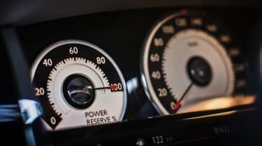 Rolls-Royce Wraith dials speedo power reserve