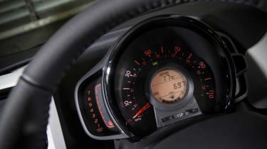 Peugeot 108 - dials