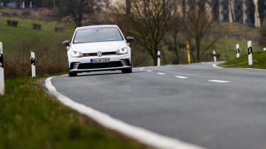 Volkswagen Golf GTI Clubsport front road