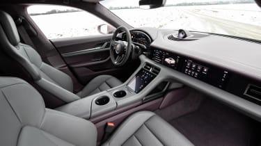 Porsche Taycan rwd - pink seats