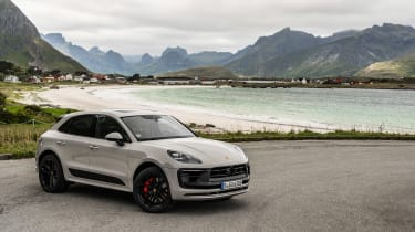Porsche Macan GTS 2021 – front quarter