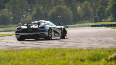 Koenigsegg One:1 - rear driving