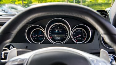 Mercedes-Benz C63 AMG Coupe – instrument binnacle
