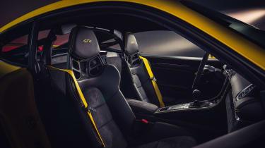 Porsche 718 Cayman GT4 seats