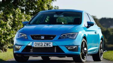 SEAT Leon SC FR blue stripes