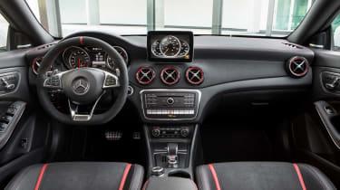 Mercedes-Benz CLA250 4MATIC - dash