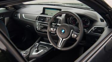 Audi RS 3 vs M2 - interior
