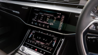 Audi A8 – centre console