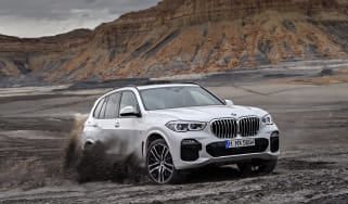 2018 BMW X5 - front quarter