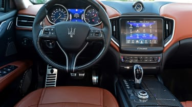 Maserati Ghibli S – interior