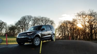 Land Rover Discovery - front three quarter