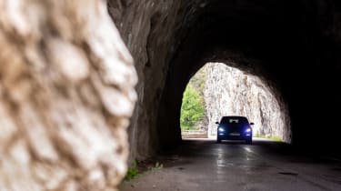 Hyundai i30 N Fastback tunnel