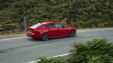 Jaguar XE 300 Sport - side