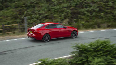 Jaguar XE 300 Sport - side