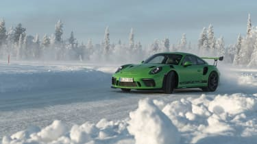 Porsche 911 GT3 RS snow - sliding