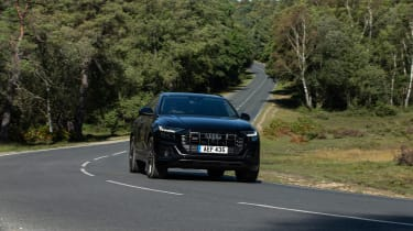 Audi SQ8 TFSI 2021 – front cornering