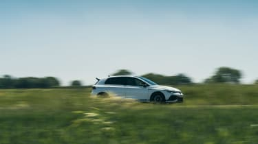 Volkswagen Golf GTI Clubsport 45 – side pan