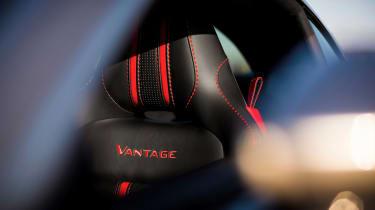 Aston Martin Vantage - silver tracking seat
