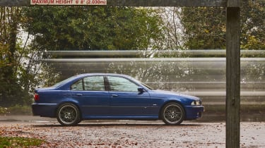 BMW E39 M5 side