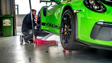 Porsche 911 GTs - garage