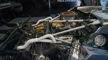 Lamborghini Essenza SCV12 – powertrain
